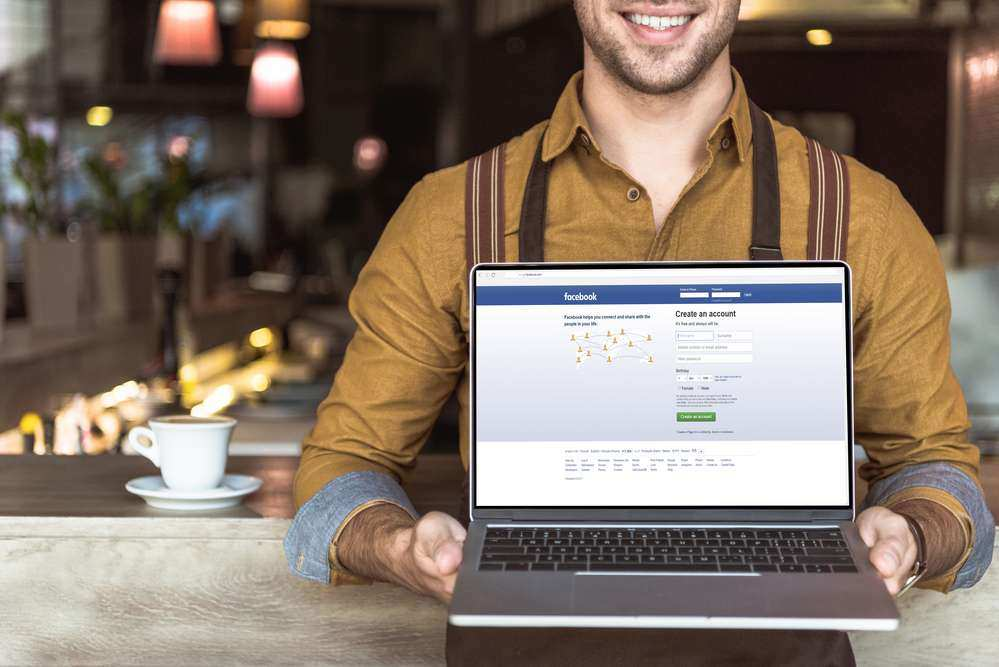Restaurant owners must engage with customers on social media